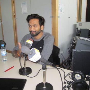 Rajnish am Mikrofon